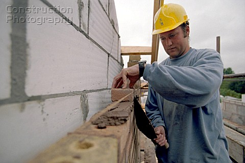 A008-00303: Bricklayer constructing cavity wall. - Construction ...