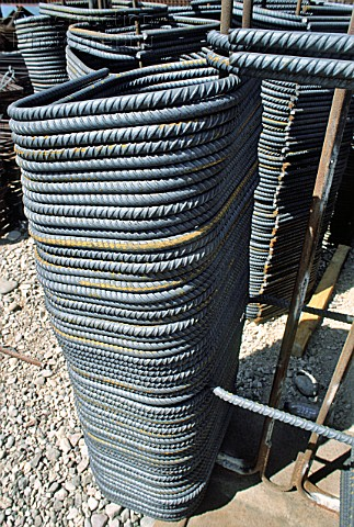 Rebar hoops for reinforcing concrete