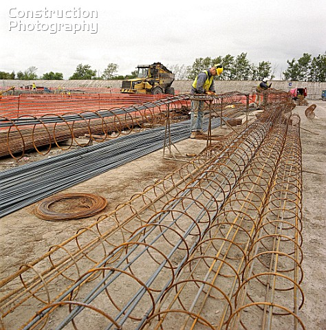 A015-00330_Fabricating_steel_reinforcement_cages_for_concrete_piles_.jpg