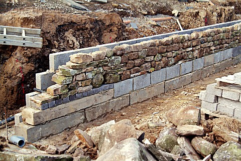 Construction of dry stone wall