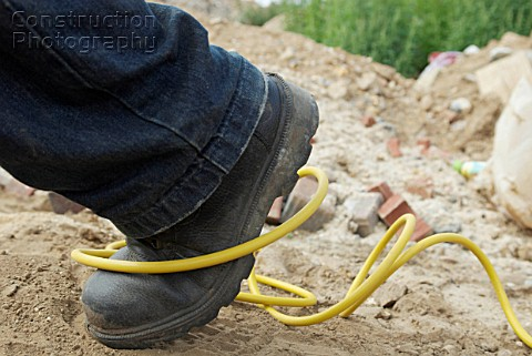 http://www.constructionphotography.com/ImageThumbs/A088-04569/3/A088-04569_Site_hazard_tripping_over_an_electric_cable.jpg