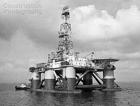 Kaspmorneft oil rig capable of drilling in 200meterdeep sections on the Caspian Sea Azerbaijan USSR