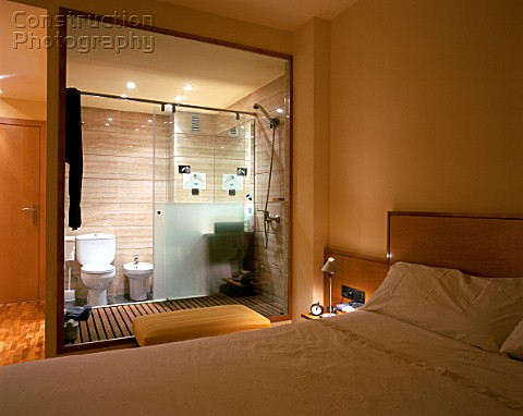 Vita da single pi costosa page 5 for Small bedroom with attached bathroom designs