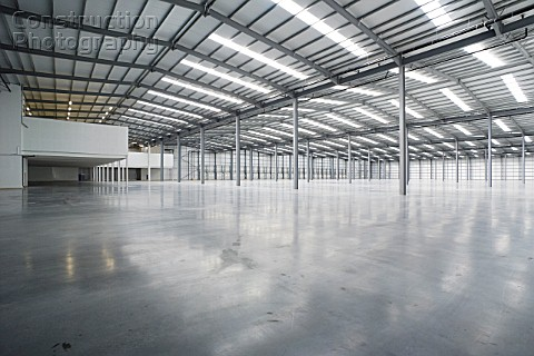 Empty large scale warehouse space