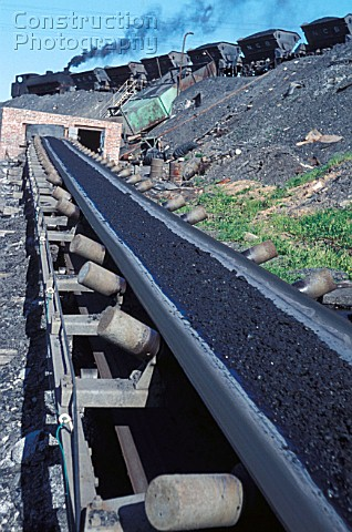 A Hunslet Austerity 060ST unloads coal from internal wagons onto the conveyer at Haig Colliery on th